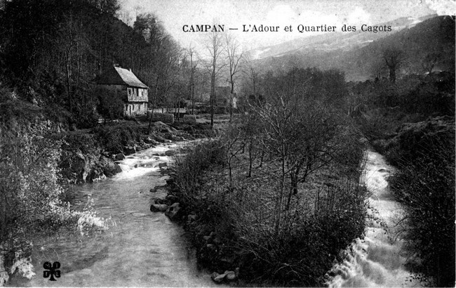 """Victorian photo of Campan's """"cagoterie"""""""